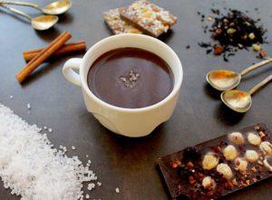 шоколад в чашке с солью