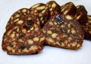 Рулет из печенья без выпечки с какао